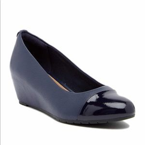Clarks Vendra Dune Navy Leather Wedge Pump Size 7